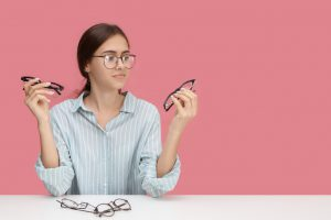 žena v okuliaroch